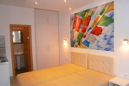 Villa D&B room 1 (DBL Studio 1)