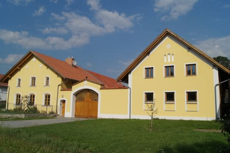 Renovated historic village house - Hus