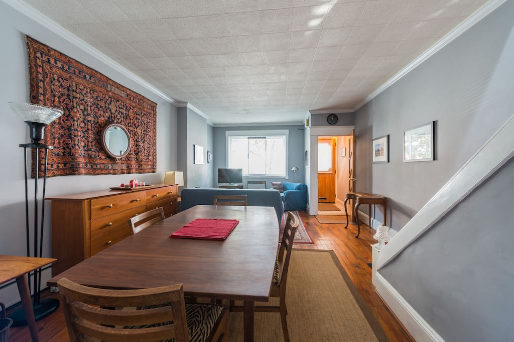 Plenty of space for a home-cooked meal or takeout