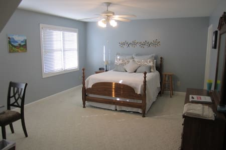 Queen Bed Large Room on Private Level A - Simpsonville