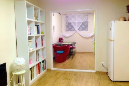 복도식 아파트 거실, 주방, 화장실 렌트합니다.