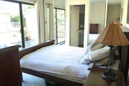 Bright Private Room/Ensuite/Balcony
