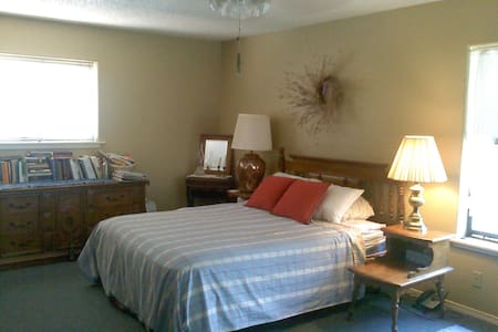 Welcoming room in Piñon country - Ruidoso Downs