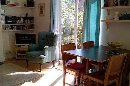 Room in friendly household - Bristol