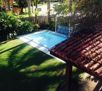 Paradise House: Pool, Breakfast