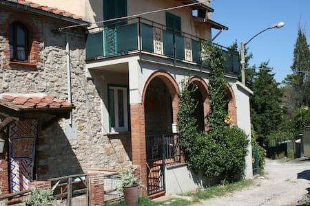 Farmhouse in little village Maremma - Talo