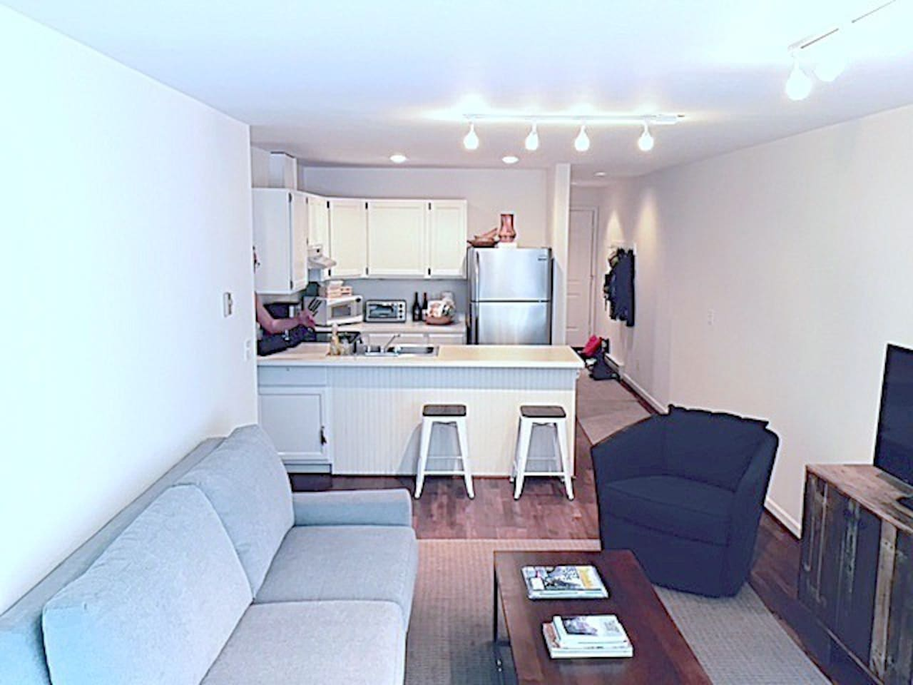In town -1 br/sleeps 4, free garage