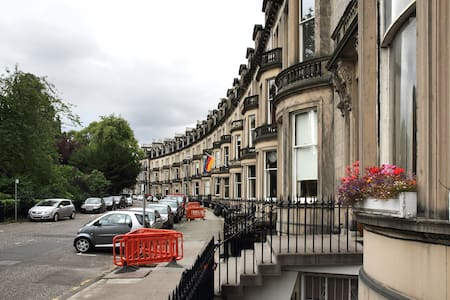 Central Ensuite room with continental breakfast - City of Edinburgh - Bed & Breakfast