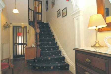 2 connected rooms sleeps 5 - Loughborough - Bed & Breakfast