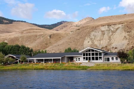 Diamond Creek Retreat - Riverfront - Salmon - Casa