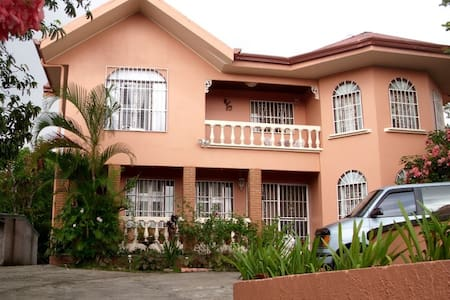 Room type: Entire home/apt Property type: House Accommodates: 6 Bedrooms: 4 Bathrooms: 3