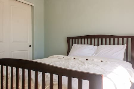 Queen Bed, Central Bend - Bend - Hus