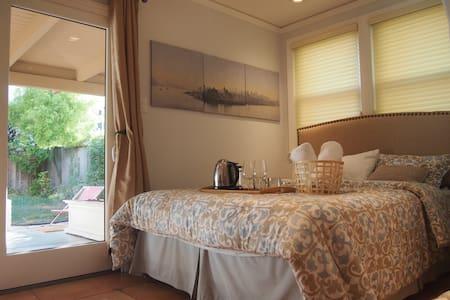 Oceanfront house + Garden bedroom!!