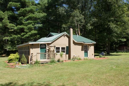 Farm House near lakes and mountains - Montague Township - Casa