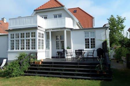 Lovely villa near city and sea - Gentofte - House