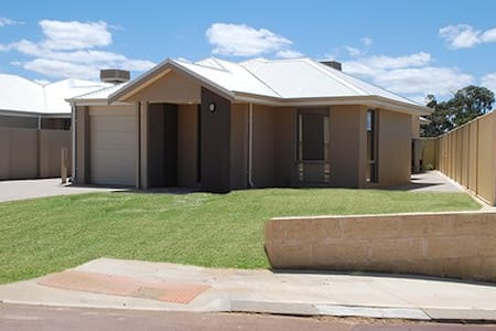 Mandurah Holiday Home - Lakelands - House
