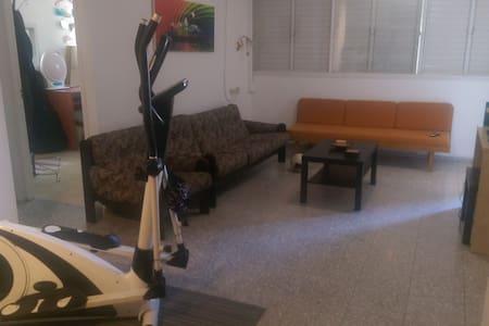 Big cozy apartment in Neve Shanan - Lakás