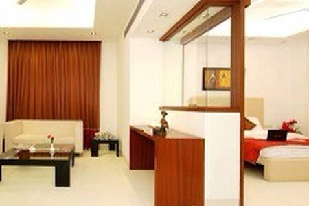 Silver ark - cyber city MG Road - Gurgaon - Bed & Breakfast
