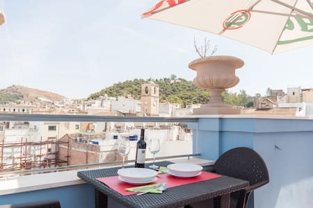 I rent this fabulous studio in the heart of Málaga, with a big sun-terrace with views of the Alcazaba! It is located in the city center, set in a pedestrian street, 1-5 minutes walking to the most important sights & 10-15 minutes from the beach.
