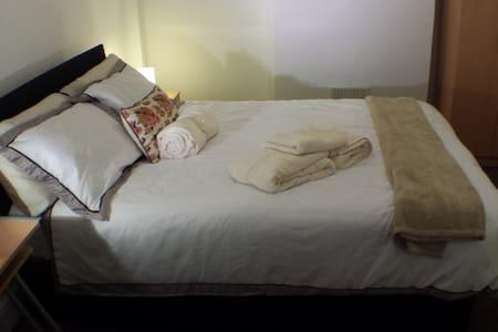 Crash Pad Big Bed Stopover - Shepperton - Casa