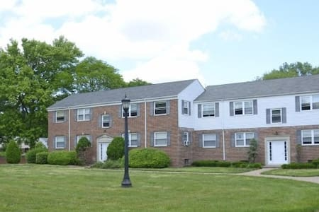 Large 1 bedroom apt (Train Access) - Haddonfield - Pis