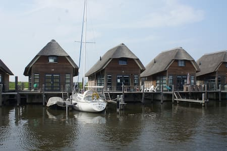 Beautiful Watervilla - De Heen - Huis