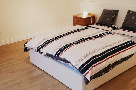 Large double room with own bathroom - House