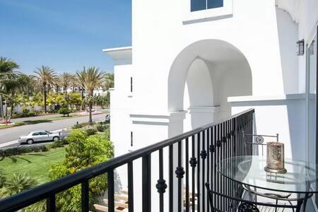 Resort Living in gated La Costa-