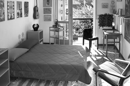 Camera con bagno in centro a Casale - Wohnung