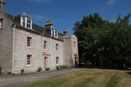 Torryburn House - a tranquil oasis - very central! - Torryburn - Bed & Breakfast