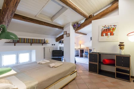Sweet attic room, 10 minutes to city center - Kondominium