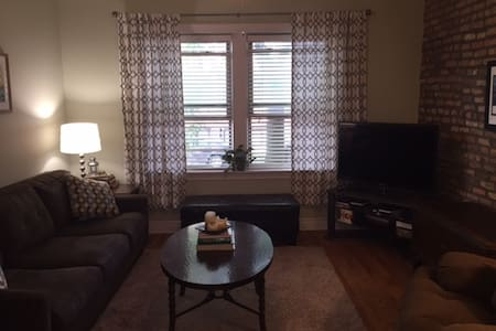 Charming Bucktown 1BD/Dog-Friendly