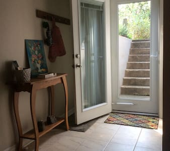 5 min to Downtown - Charming apt - Apartment
