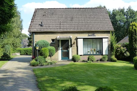 Vrijstaande woning met ruime tuin - House