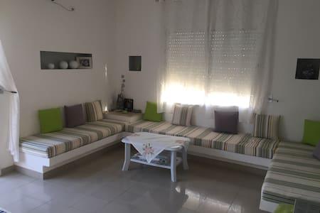 Un bel étage de villa avec jardin - Nabeul - Villa