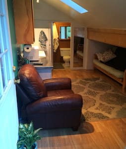 Private studio in the heart of Tahoe City. Turn key with all the amenities. Two cruiser bikes included.