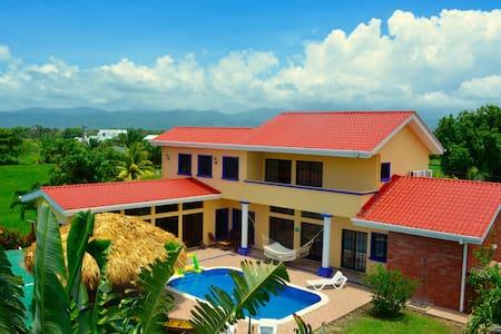 Casa Lila - Tela