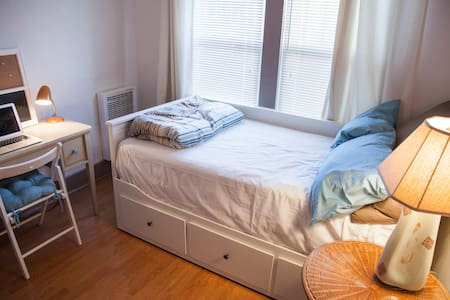 This cute, compact, and efficient studio apartment is located half a block from the beach and Venice Boardwalk, also a short walk from the Abbot Kinney and Main Street shopping districts.  This private studio is perfect for one person, or 2 who are ok living in close quarters.