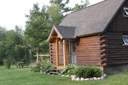 Log Cabin near Middlebury & Brandon - Hytte
