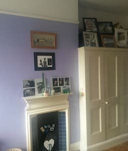 Lovely dbl room in a friendly house - Lontoo - Talo