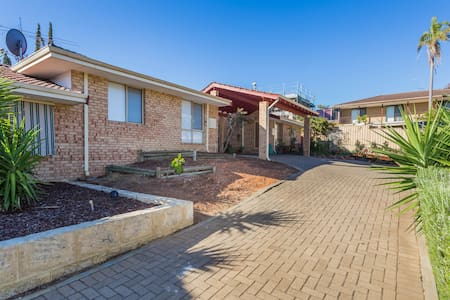 Sunny beach villa! - Scarborough - Villa