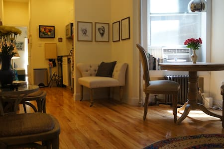 Beautiful Art Apartment in Gramercy - Apartment