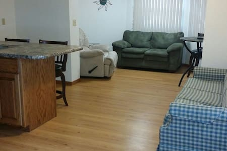 Private Garden Apartment: Fully Funished/Spacious - Devils Lake - Apartment