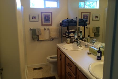 Quiet home near Tesla, Reno, Tahoe - Fernley - Hus
