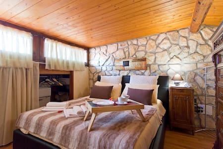 Calore, legno, pietra. La tua casa - Haus