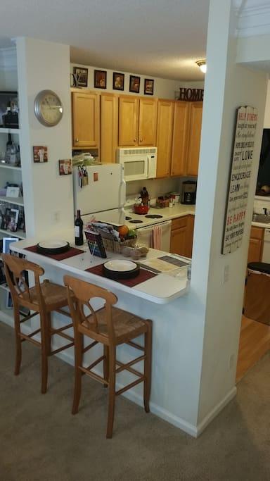 Full kitchen w/appliances & utensils