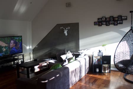 Our place is modern trendy loft style apartment situated perfectly with trains, trams, shops, gardens and shops & cafe's right at your door step. The neighbourhood is uber friendly and safe. Plus only 15 mins from the inner CBD!
