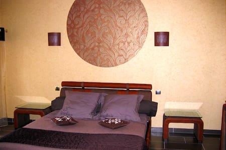 Chambre Les Grands Cours - TROIS PUITS - Bed & Breakfast