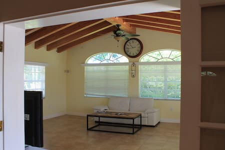 Nice home 2 bedroom with pool - Miami - House