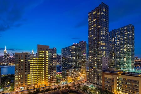Waterfront 2 Bdrm Boutique Building - Queens - Apartment